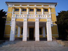 旧関東軍司令部だそうです。  旅順博物館と同じ敷地内にあります。