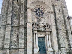 大聖堂の中はまだ開いてなかったけど、とりあえず外観だけでも満足。景色は街並みが遠くまで見れてよかった。