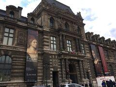 ルーブル美術館。  確かこの日は通常営業だったと思います。 遅れて空いてみたりするのでよくわかりませんが、大体は通常通りみたいです。