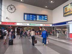 乗り換えをしたヴュルツブルク駅です。 大きな駅でお店もいくつかあったので、暇つぶしができました。