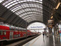 朝のフランクフルト中央駅です。   今日は鉄道乗り放題のジャーマンレイルパスを使って、このルートでローテンブルクに向かいます↓