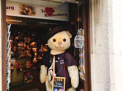こちらは「テディランド」というお店。 クマをはじめ、かわいい動物のぬいぐるみで溢れかえっています。  店員さんのお兄さんが優しかったなあ…