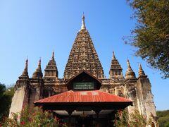 マハーボーディ寺院  ブッダガヤの大菩薩寺(仏陀が悟りを開いた場所)をモデルに建築されたそうです。