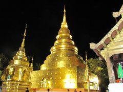 <チェンマイ> Wat Phra Sing ワット・プラ・シン。五代目バーユー王が1345年に建立、チェンマイで最も格式の高い寺院とのこと。金ぴかで夜景も美しい。