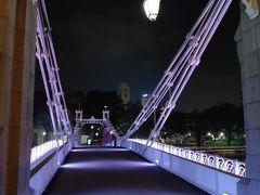 カベナ橋を渡ってフラートンホテルに向かいます。ウォーターフロントのライトアップは大変美しい。