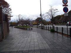 「蹴上駅付近 三条通り」9:18通過。 小雨が降ってます。