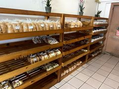 お散歩がてら近くのパン屋さんへ。