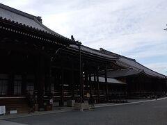 石山駅で乗り換え、京都駅で下車。徒歩で行ける範囲ということで本願寺に。