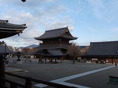 その後東本願寺に行ってから京都駅に戻った。