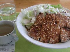 早めのランチ 名物・ポークソテー+野沢菜ご飯(1,400円)