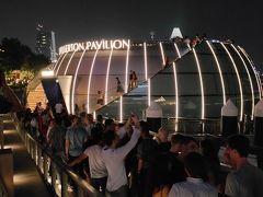 まもなく、0時になりますが、Monti At 1- Pavilionは、イベントをやっているのか大勢の人で一杯です。