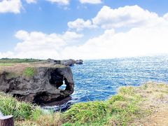 滞在した恩納村近くにある万座毛 有名な象の鼻の形をした岩を見られる景勝地です