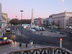 朝食会場からの眺めは、、、「レスタウラドーレス広場」が見えました♪。  ごちそうさまでした。。。  sukeco夫は、「元気になったー」っと言い観光へ行けると宣言!。 その言葉を信じたいけど、今日予定していた「シントラ」へは行かず、近くの「ベレン地区」を目指すことに・・・。 この時点で体調が悪いことがわかりますよねー。