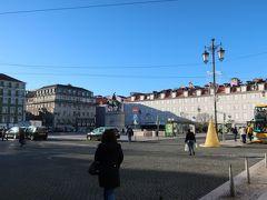 「フィゲイラ広場」に到着!。  ここから市電15番で「ジェロニモス修道院」へ。  市電15番は「フィゲイラ広場」が始点だから、座ることができましたー♪。