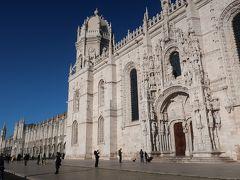 「ジェロニモス修道院」に到着です。  ベレン地区にある世界遺産の一つです。 外観から美しく圧倒される歴史的建造物ですねー。 マヌエル様式の修道院だそうですよ!。