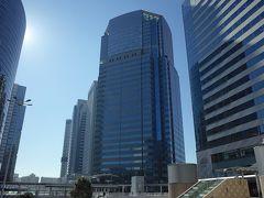 改札まで見送って、シャトルバスの時間まで品川駅周辺をウロウロ〜。 あ! 今回泊まるはずだったホテルの様子を見に行ってみよう。 このたかーいビル、ここがそうなのかな?