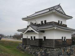 歌川広重の浮世絵「東海道五十三次」でも、海上の名城と謳われた桑名を表すためにこの櫓を象徴的に描いています。