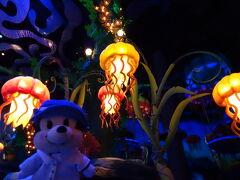 娘たちが2人だけでふわふわクラゲに乗ってみたいというので、次女のミニーちゃんとお留守番♪