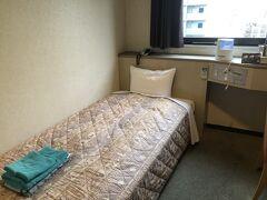ホテルは博多駅と天神の中間にあり、どちらからも100円バスで行ける所。 「一楽南天神」お部屋にお風呂はありませんが、1階に大浴場があり、朝も夜も入れます。フェイスタオルも2枚。洗いざらしで痛いですが。 事前に加湿器を予約。