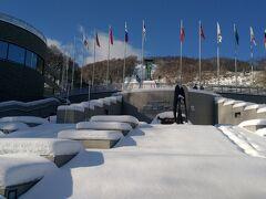 大倉山ジャンプ競技場  競技場は円山駅からシャトルバスで十分ほど。駅からはJRバスでも行くことができます。オリンピックの会場にもなったスキージャンプ場が市街地からこんなに近いのは北海道ならでは。