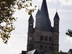 川沿いから、聖マルティン教会が見えました。 ロマネスク様式で優しい感じ。