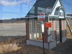 次の絵笛駅も線路が内陸部を走っているのでバス停とだいぶ離れているようです。