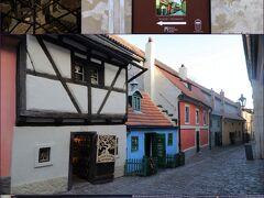 プラハ城 黄金小路  (右上) 黄金小路の案内板があり、チケットのチェックを見せて入ります、、 (黄金小路は有料施設・チケット必要) (真ん中)可愛いカラフルなお家が並んでいる通りが黄金小路 そのほとんどがお土産屋さん、、 (下右)kuritchiは手作り木工品のお店でマグネットを購入♪ (下左)淡いブルーのお家がカフカが住んでいたというお家、、 プレートもあり、すぐにわかります、、  (左上) 拷問器具博物館 武器や甲冑などが展示されていますが 最後の部屋は拷問部屋を再現(写真)