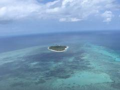ヘリが離陸して15分位かな、グリーン島が見えてきます!! 眼下に広がるグレートバリアリーフ!!  なんか…凄い…感動!!もうそれしか出てこない!!