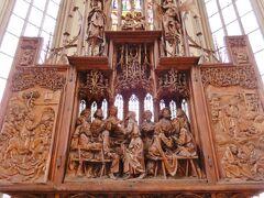 有名なリーメンシュナイダーの祭壇。 感動しました。ステンドグラスも朝の光でとても綺麗!