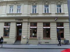 Lokál U Caipla.ホステルで勧められたものの、高級店に見えたのでたじろぎました。
