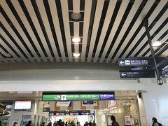 松本駅に着きました。いったん外に出て、ビールなどを調達。朝風呂の後用のビールね。