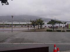 民権西路からレッドラインで淡水に来ました。あいにくの雨です( ノД`)シクシク…。