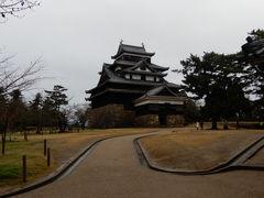 朝食も美味しく頂き 荷物、車を預かってもらい 徒歩で松江城へ
