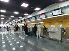 韓国在住のため、旅はソウルからスタート! 今回の日程は春節の初日ということもあり、空港は相当な混雑が予想されます...^^; なので、可能な限り時間を短縮できるように手を尽くしました。  まずは、空港ではなくサムソン(三成)にある都心空港でチェックイン! 荷物も預けて身軽になりました。 今回はタイ航空(アシアナコードシェア)なので、都心空港で手続きできるから良かった~ (いつも利用しているANAは都心空港ではチェックインできません TT)