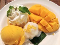 お昼ご飯にマンゴー! サイアム駅の近くのマンゴータンゴにて。  初めて食べたけど、マンゴーと餅米の組み合わせがめちゃくちゃ合う!! これははまりそう~  午後は三大寺院を巡ります! Part3につづく。