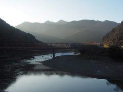 朝日が射す球磨川。とても綺麗。