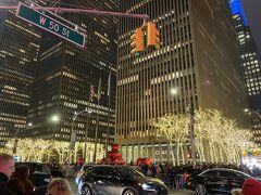 一旦ホテルに荷物を置きに帰って来ました。今夜は20年以上ニューヨーク に通いながらも一度も観たことがなかったブロードウェイ鑑賞です。クリスマスシーズンにブロードウェイでクリスマスショーを楽しむなんて本当に贅沢なことです♪