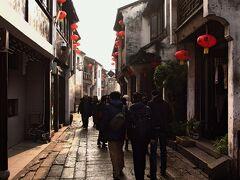 山塘街 その通りはお土産屋さんが並んでいて、平江路との雰囲気が違う。
