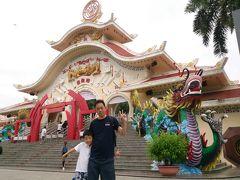 ホーチミン市街から1時間ちょっと、スイティエン公園到着~!(^^)/ ベトナムのカオス過ぎるテーマパーク。一部では「狂った○ィズニーランド」とも呼ばれる見どころ突っこみどころ満載のテーマパーク。ここ来たさに今年の旅行はベトナムに決定、楽しみすぎる~!