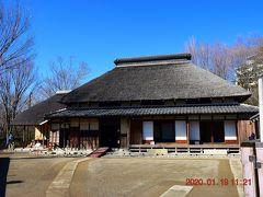 昔の茅葺き屋根は旧松澤家住宅です。