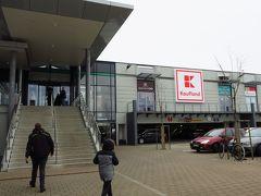 ローテンブルグ駅前にあるショッピングセンターの中のスーパーマーケット・カウフランドに行きました。