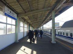 【1日目】 新横浜駅からのぞみ号に乗って、新山口駅まで来た。 年に何回か、西の方に向かって新幹線に乗るが、せいぜい新大阪ぐらいがいいところで、山陽新幹線の区間まで行くことはあまりない。 それでもごくまれに広島ぐらいまでは行くことがあるが、山口県まで来ることはホントにない。 少なくとも、新山口駅で降りるのは初めて。