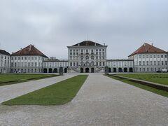 続いてニンフェンブルク城へ ミュンヘン中央駅からトラム1本で行けました。  バイエルン王家の夏の離宮だそう。