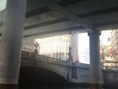日本橋へ到着。銀座方向からだ三越新館の手前ね。 地下鉄だと三越前駅の出口すぐです