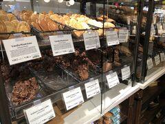 スーパー大好き2人組はブライアント・パークのすぐ近くにあるホールフーズマーケットへ マドレーヌやクッキー美味しそう~
