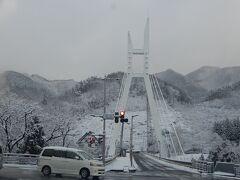 諏訪峡も真っ白です。