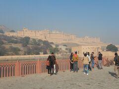 11時アンベール城が見てきたので、手前で途中下車してのんびりと歩いて向かうことにした。