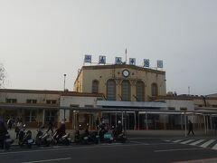 日本統治時代からの駅舎が残る嘉義駅。