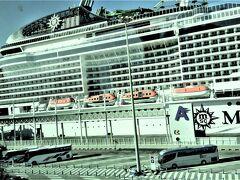 1月9日(木)現在12時30分、いよいよMSCグランディオーサに乗船します。