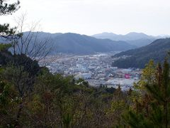 結局元就の孫の毛利輝元がもっと便利な場所ということで広島城を築いたことにより、戦国屈指の山城である吉田郡山城はほぼ荒れ果ててしまった模様。